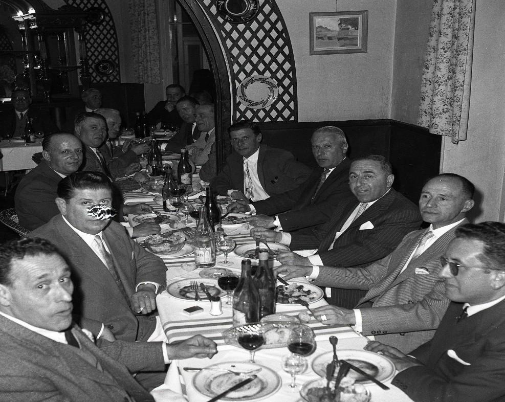 1959_banquet anciens_restau panier fleuri 1